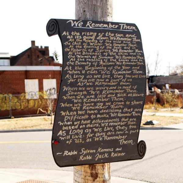 Mina-Leierwood_chalkboard-of-remembrance_photo-Paul-Irmiter